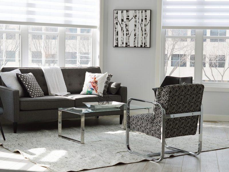 ספה יחידה ושלושה כולל שולחן
